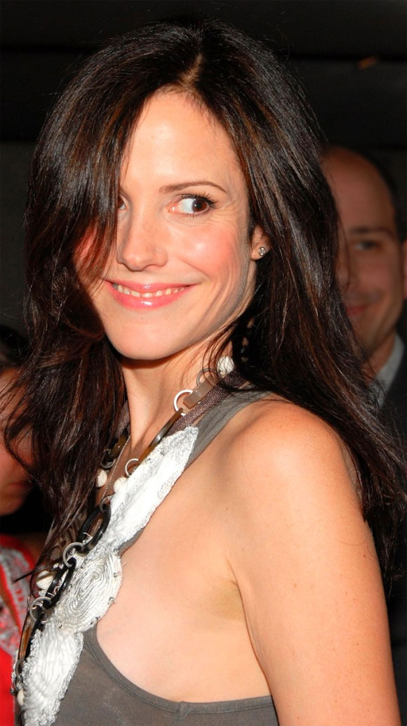 attractive older women - Mary-Louise Parker