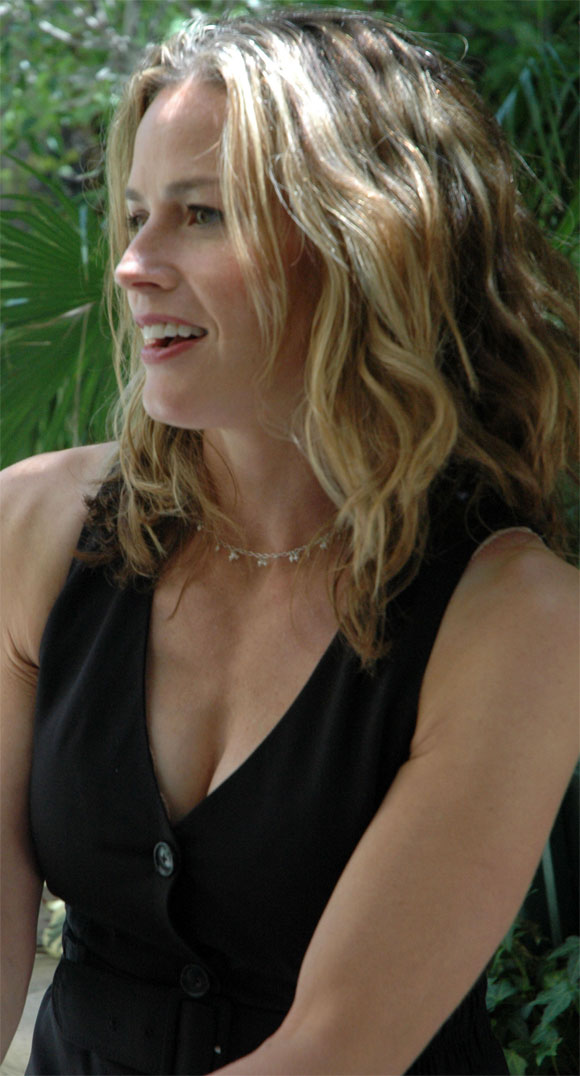 attractive older women - Elisabeth Shue