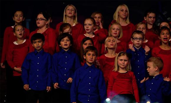 Hilarious kids in church play singing