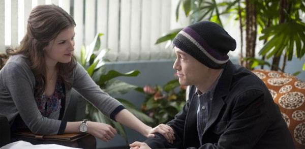 Anna Kendrick and Joseph Gordon-Levitt in 50 50