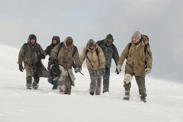 The Grey cast walking in snowstorm
