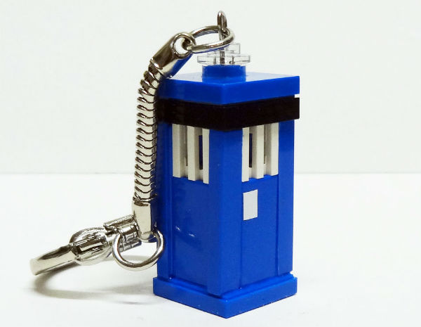 Lego keychain of Doctor Who TARDIS by Mariann Asanuma on etsy