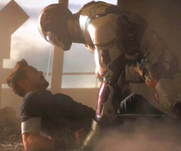 Iron Man 3 Tony Stark facing off with suit