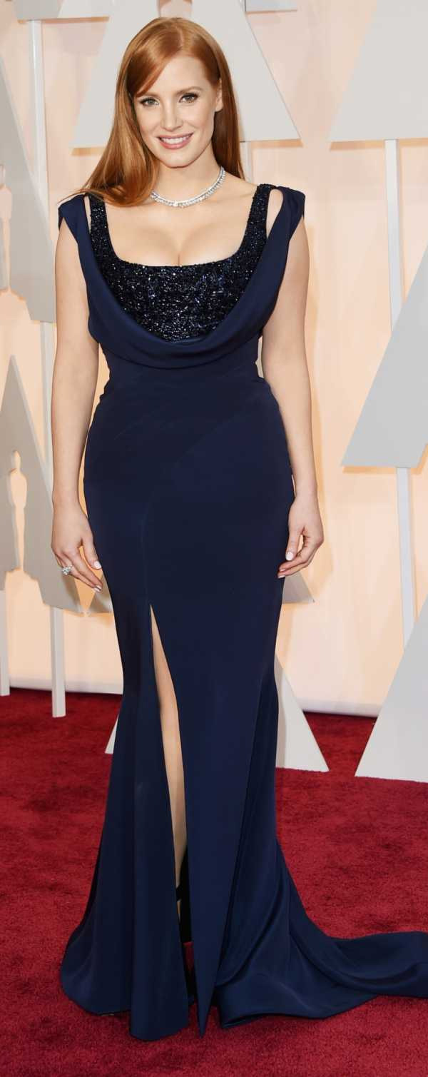 Jessica Chastain blue dress 2015 Academy Awards red carpet