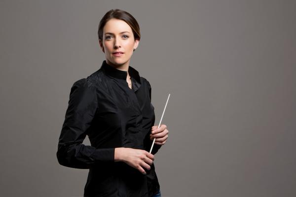 Alondra de la Parra orchestra conductor portrait