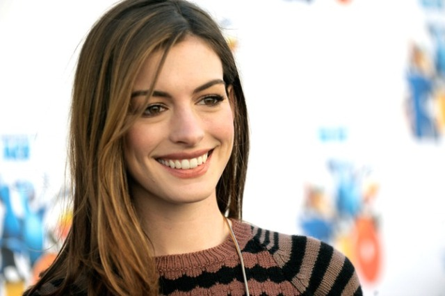 Anne Hathaway smiling Rio premiere